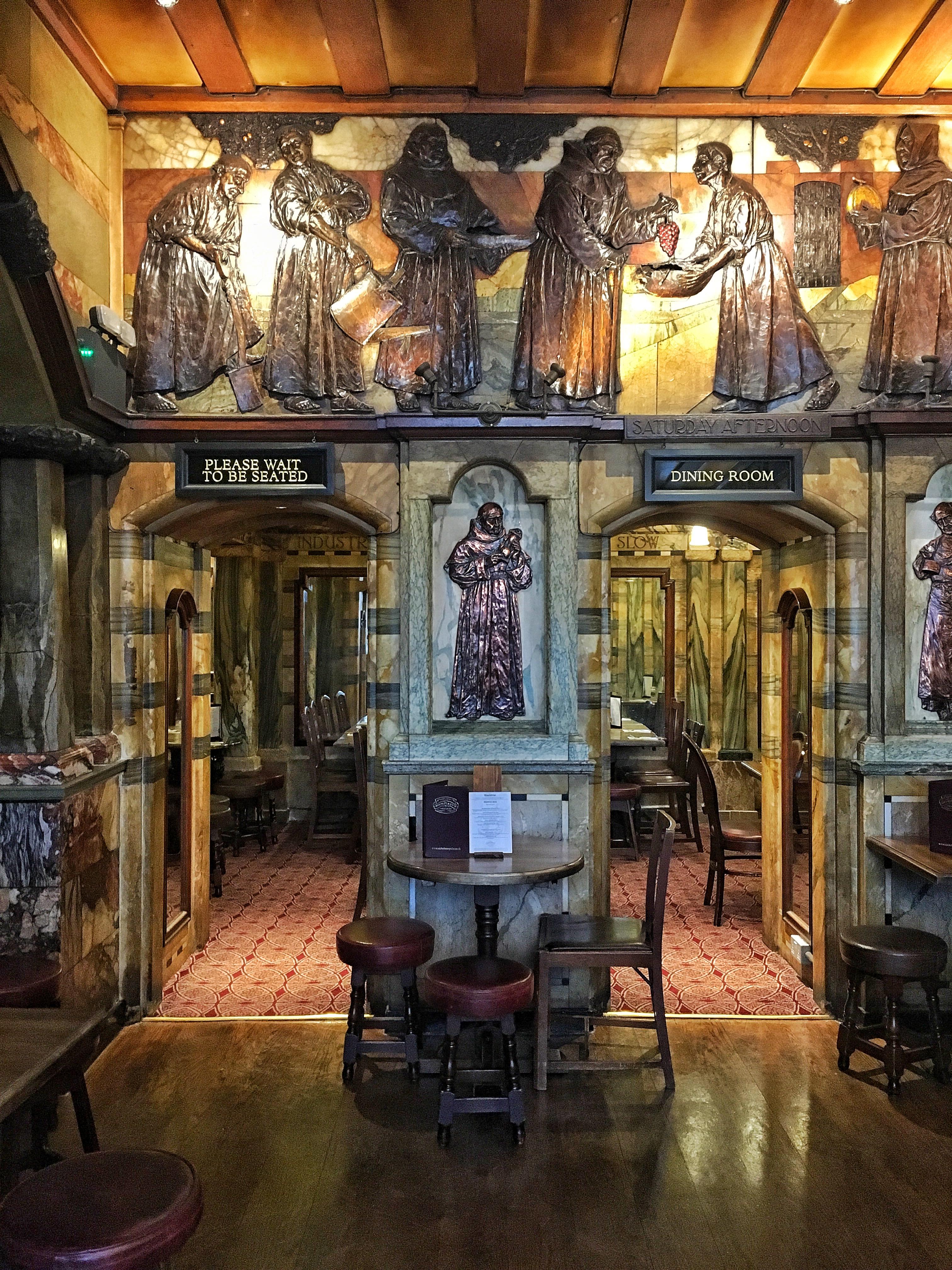 interni del pub Blackfriars