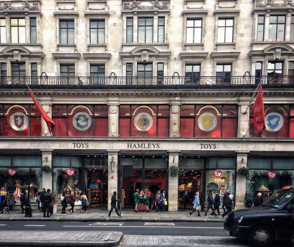 Hamleys uno dei negozi di giocattoli più grande ed antico di Londra