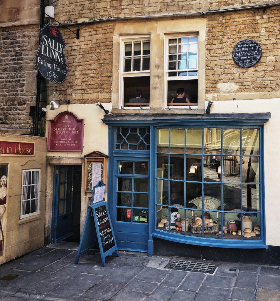 Sally Lunn's a Bath  per assaggiare i suoi rinomati buns.