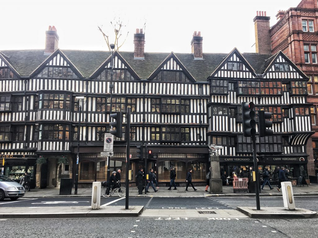 The staple Inn uno dei pochi edifici sopravvissuti all'incendio del 1666