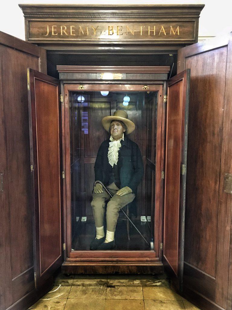 Luoghi curiosi di Londra: la mummia di Jeremy Bentham presso l'università