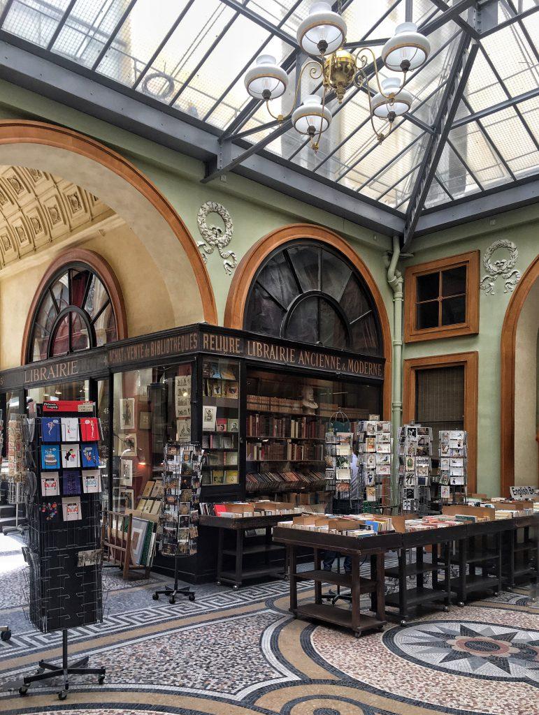 Jousseame una delle più affascinanti librerie di Parigi