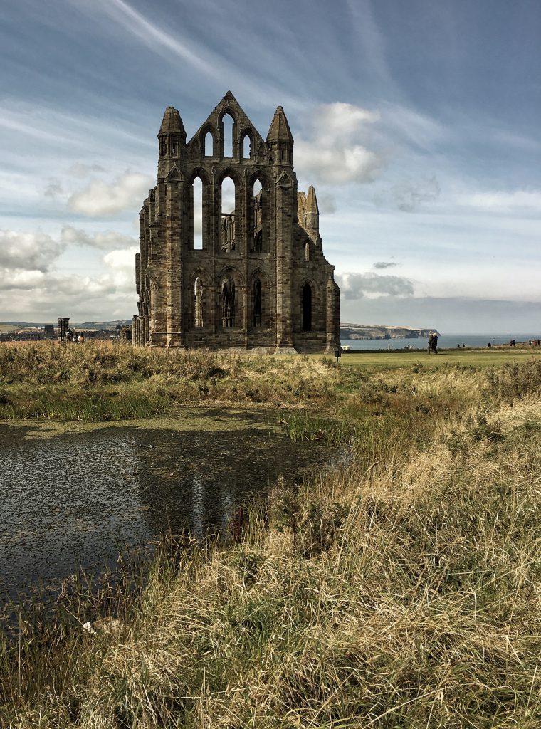 le rovine dell'abbazia di Whitby ispirarono Bram Stoker quando scrisse Dracula