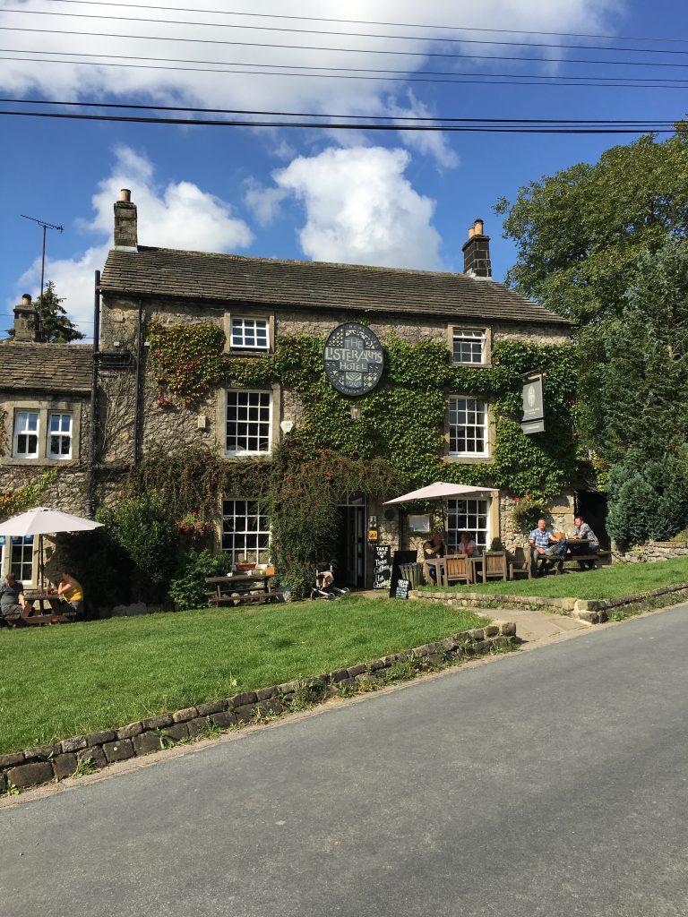 il Lister Arms è un tradizionale pub inglese di campagna dove servono un ottimo Sunday Roast