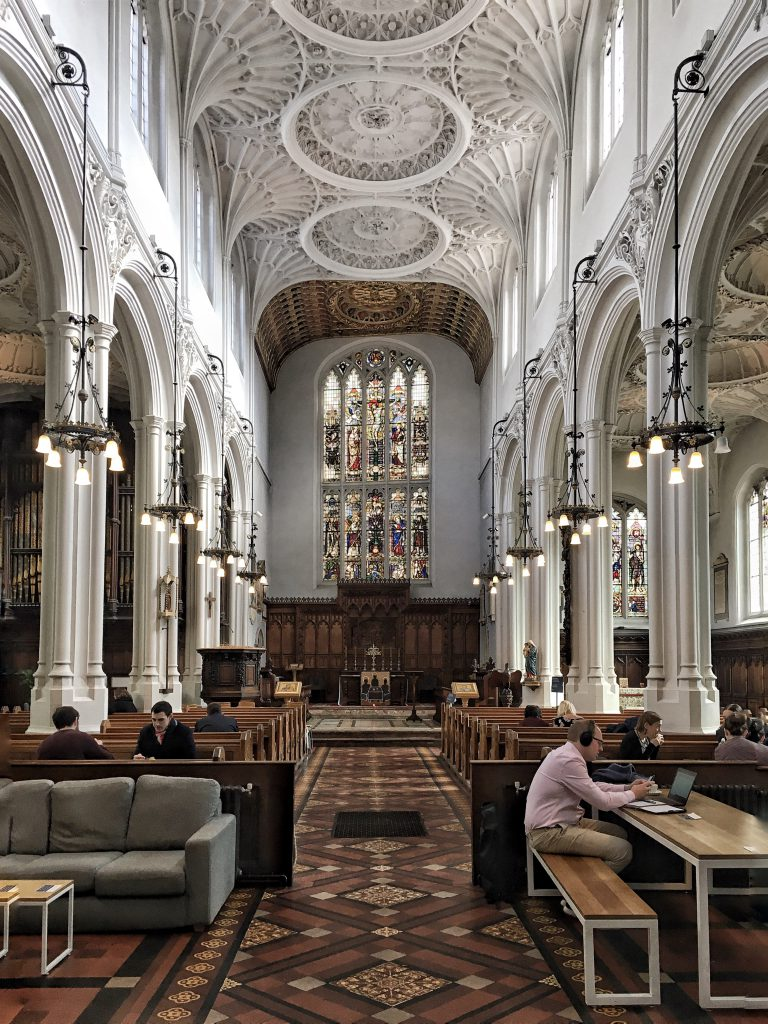 Cosa ne dite di bere un caffè in una Chiesa?