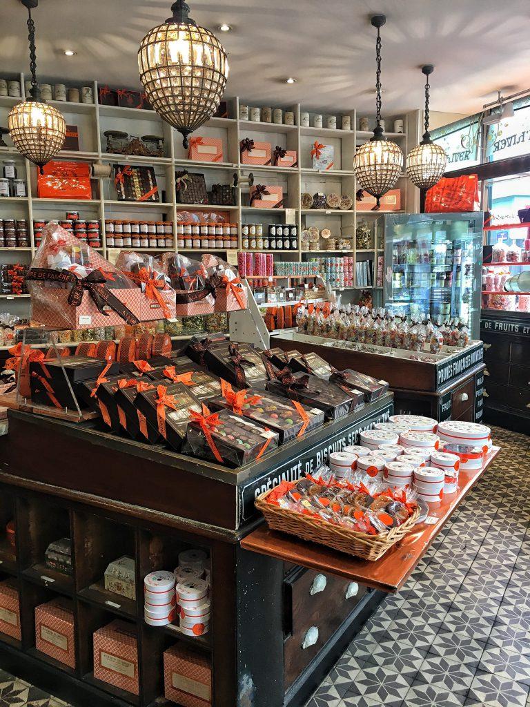 Gli interni del negozio più antico di Parigi