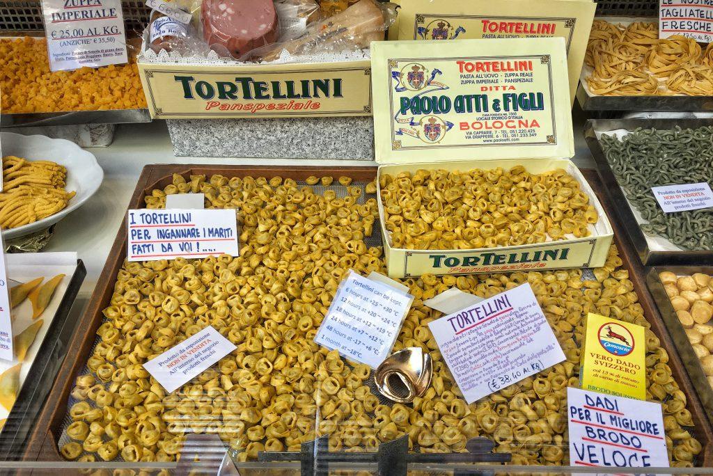 Itinerario alla scoperta dei negozi storici di Bologna