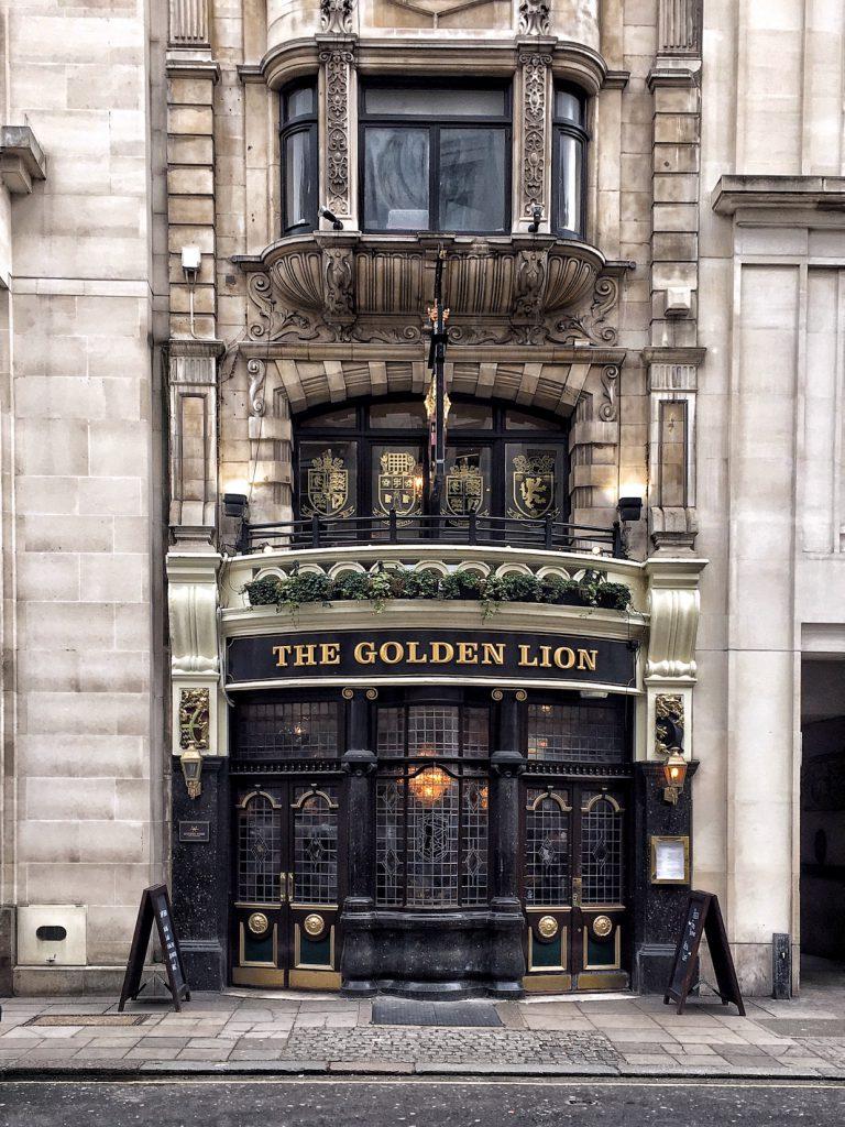 I pub sono il luogo perfetto per rifugiarsi a Londra in inverno.
