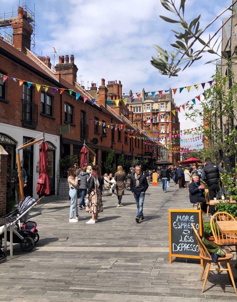Consigli per ogni mese: d'estate approfitta delle strade pedonalizzate di Londra.
