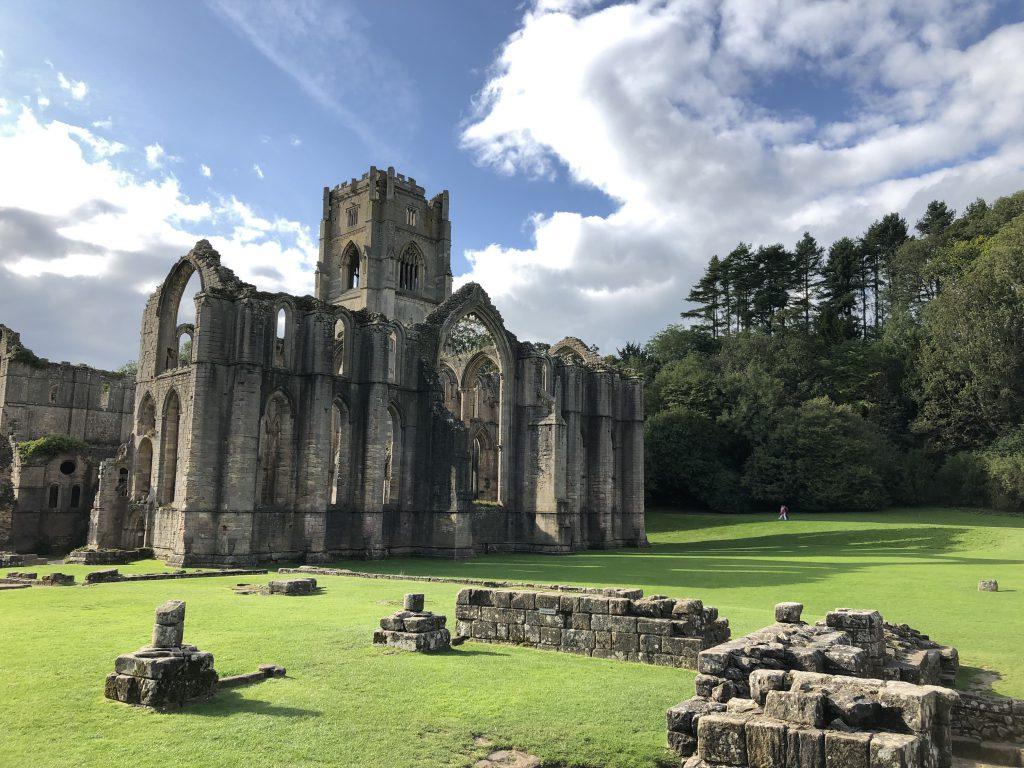 Fountains Abbey, nello Yorkshire, è una delle più affascinanti rovine della Gran Bretagna